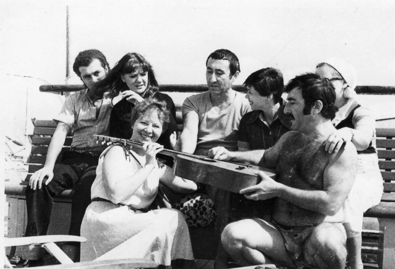 082 На корабле вместе с Ириной Родниной и Жанной Бичевской